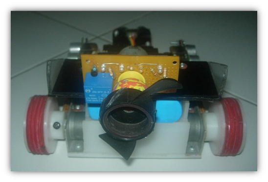 Simple candle fire fighter robot pemadam api lilin